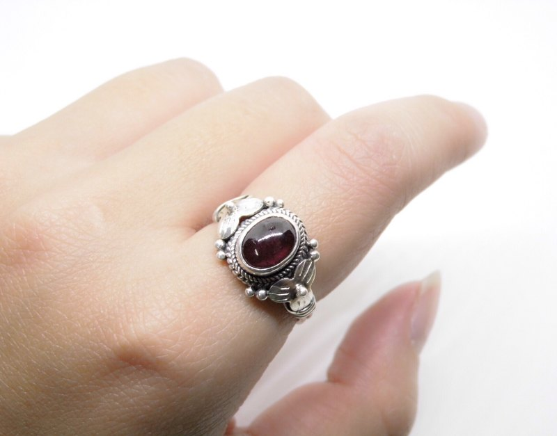 Egg noodles garnet sterling silver flower ring inlaid hand-made in Nepal