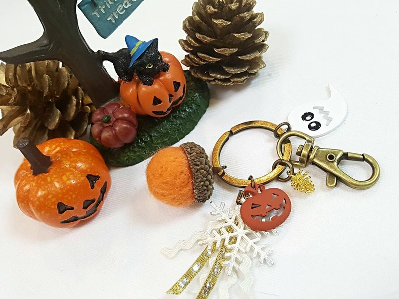 Paris * Le Bonheun. Happy forest. Halloween in winter. Wool felt acorn. Pine cone key ring strap. Christmas gift (spot a group)