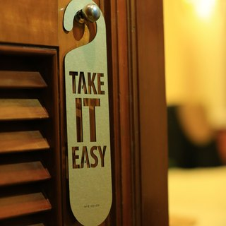 "[EyeDesign see design] a word door hanging ""TAKE IT EASY"" D32"