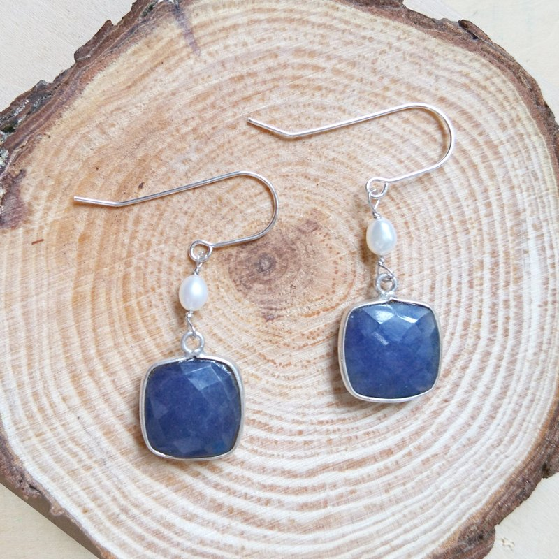 Free postage : Dangle Sapphire with Pearl Earrings | Able to change into clip on