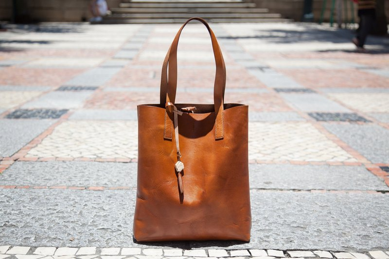 Tote Bag / Leather / Brown / Handmade / A4 size / Shoulder Bag / Tanned