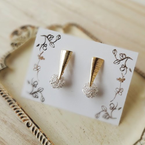 【Last one】Upside-down triangle and wire ball Earrings