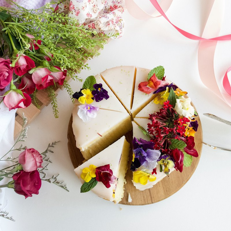 Classic Dessert Series • 6 吋 Organic Edible Flowers. Granny Lemon Cake