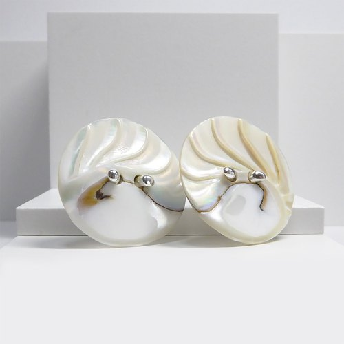 Knot Parrot shellfish shell buttons earrings Shell Button Earrings