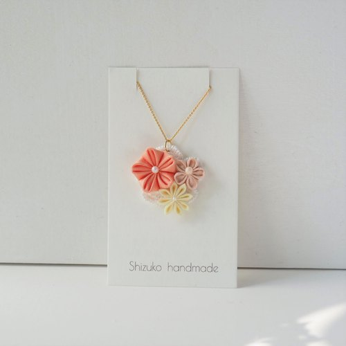 Sweet Silk and Cotton Flowers Necklace
