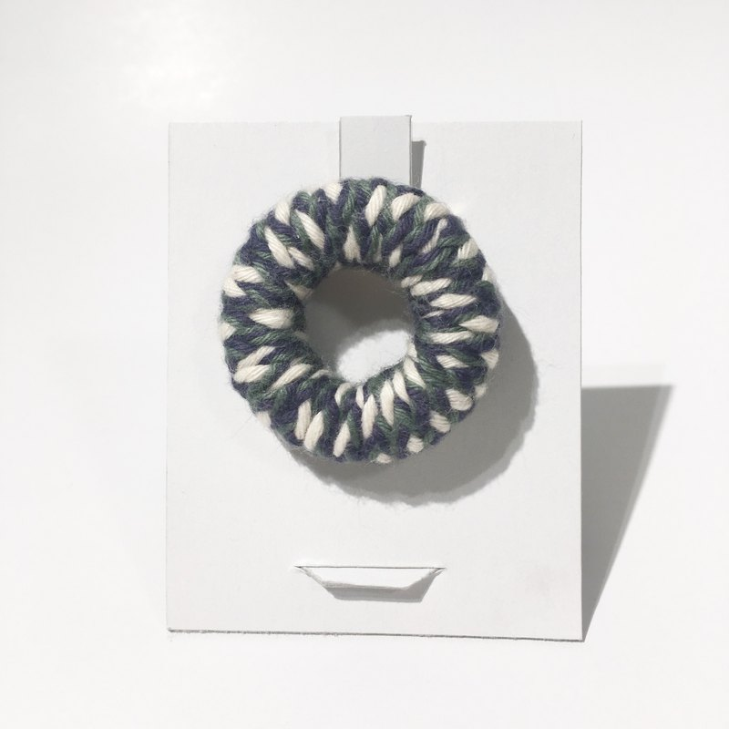 knit round brooch