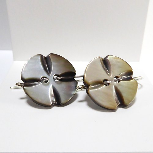 Nuu black butterfly shell shell shell button earrings Shell Button Earrings