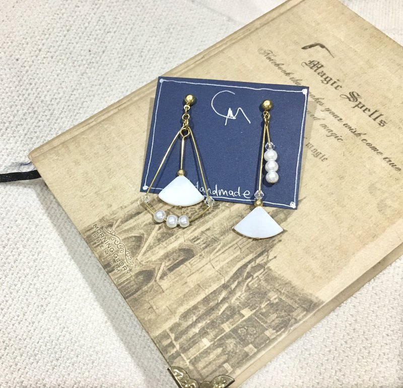 Handmade brass x white shell series needle / clip type