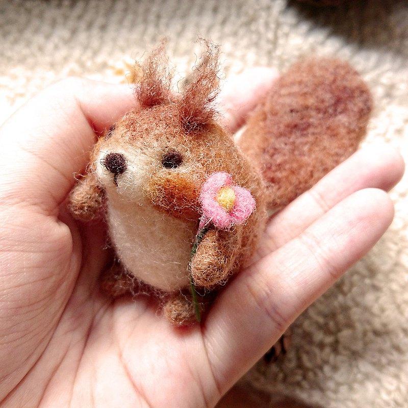 小花小松鼠 羊毛氈娃娃 無表情 限量