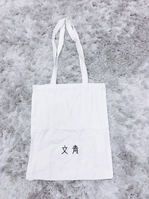 art buff tote bag / Hand embroidered
