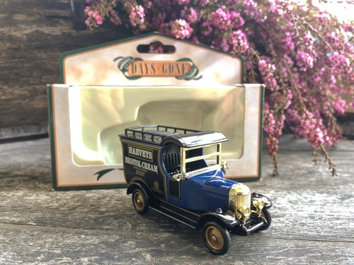 British dark blue Morris 1920s small truck with original box J