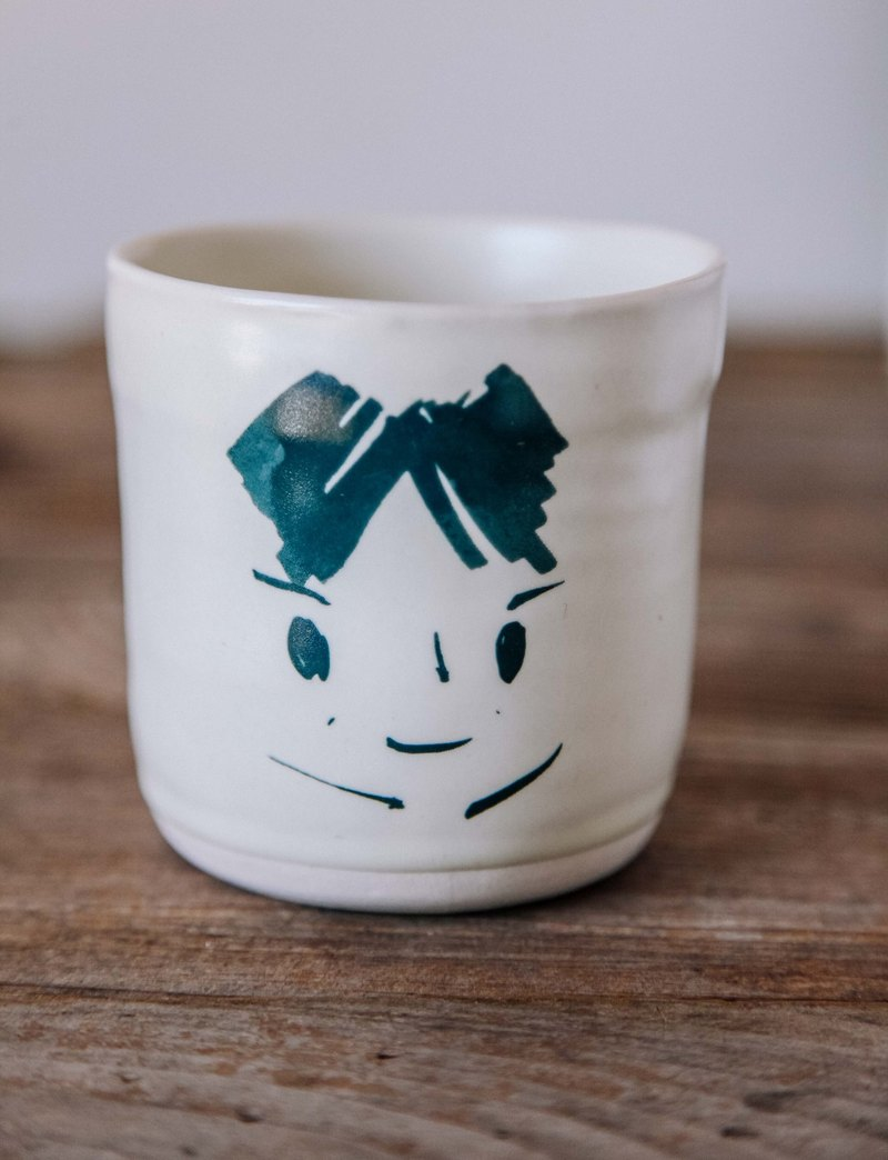 Brut Cake handmade ceramic – smiley face mug 280ml (22) , hand drawn face pottery cup. A great gift idea !