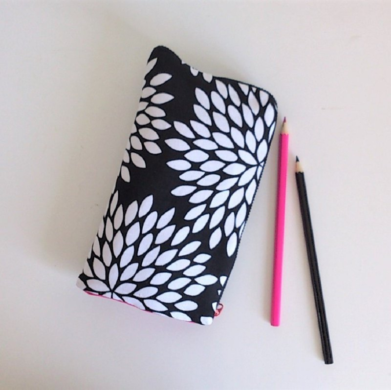 Standing Pen Case (Large Black & White Flower)