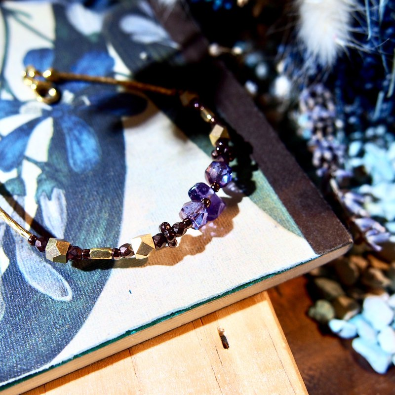 Roman Holiday - Amethyst Small Fountain Brass Bracelet