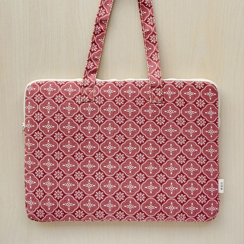 "15"" Laptop Case / Begonia Glass Pattern / Earth Red"