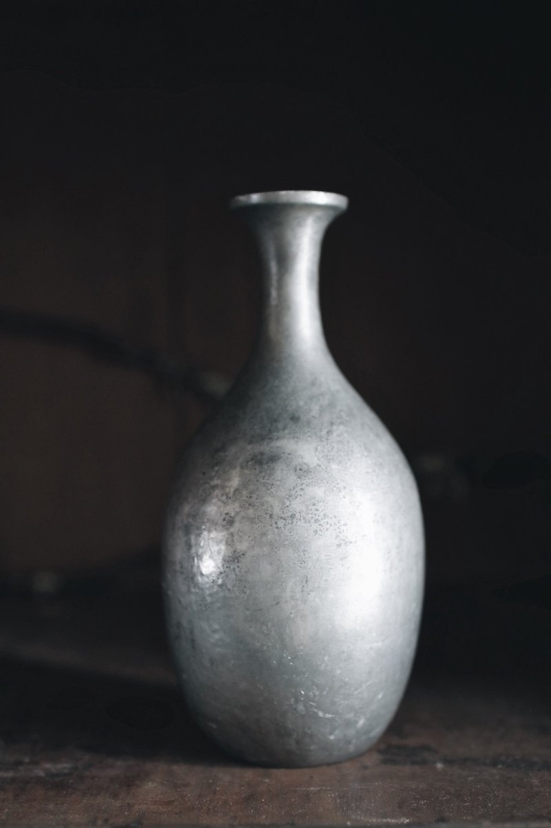 Meiji era thin neck tin vase _ big