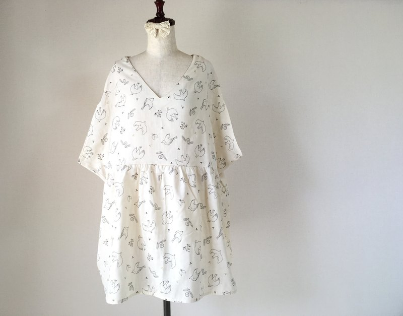 Dandelion and small bird tunic one-piece off white