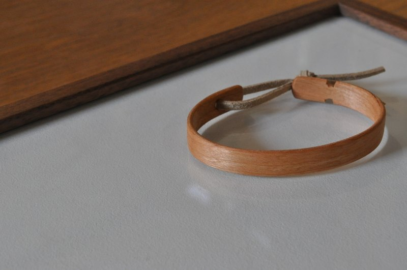 Neat simple bangle Cherry Large