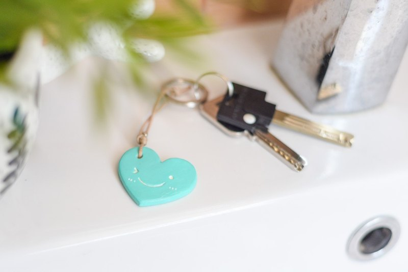 The turquoise color cute smiley heart chain(key ring) from Niyome Clay.