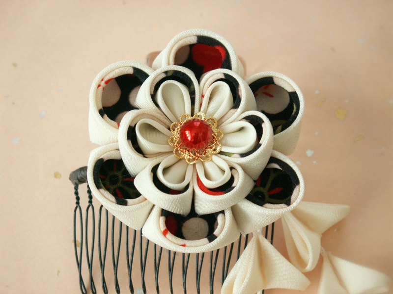 【New】 Kimami Hair Ornament for adult ceremony 【It becomes a hair ornament like big bouquet · White / Black】