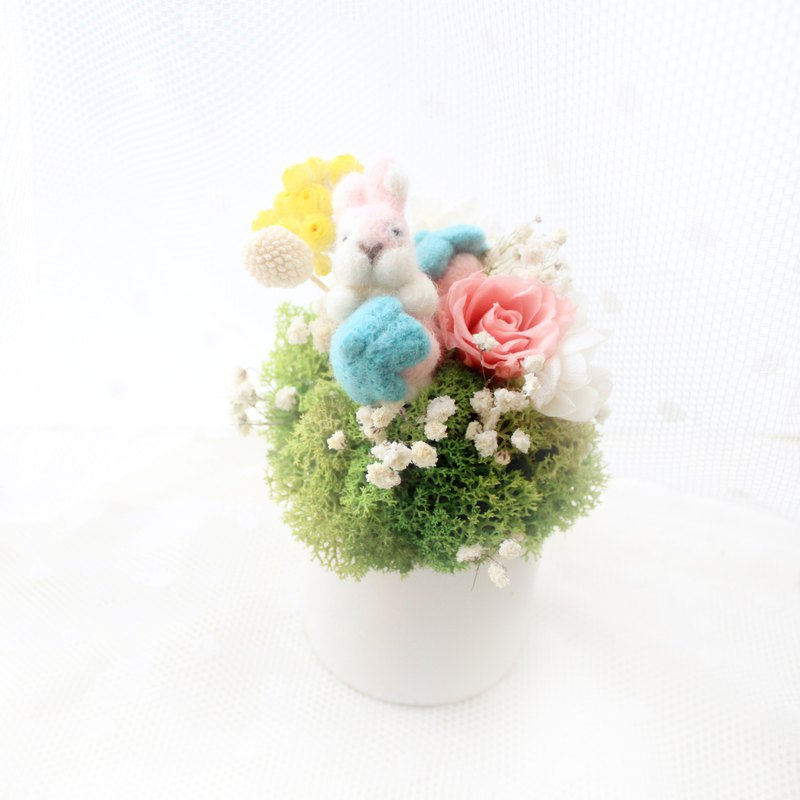 Fun gluttonous rabbit small round table flowers eternal rose ceremony