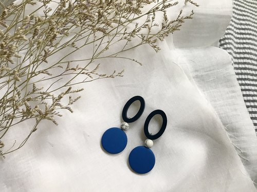 Vintage oval blue wooden beads with round blue wood beads earrings