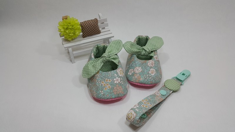 Han Feng Xiaohua Miyue baby shoes + pacifier clip chain