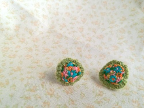 花刺繍のピアス flower embroidery earrings *green