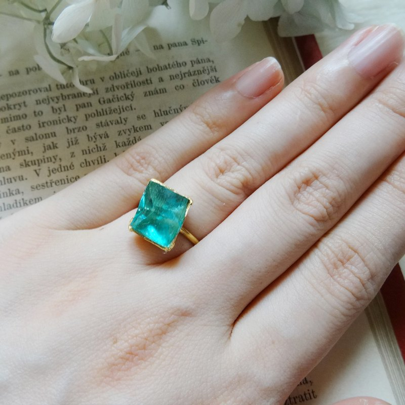 Mineral ring / apatite light blue # 13