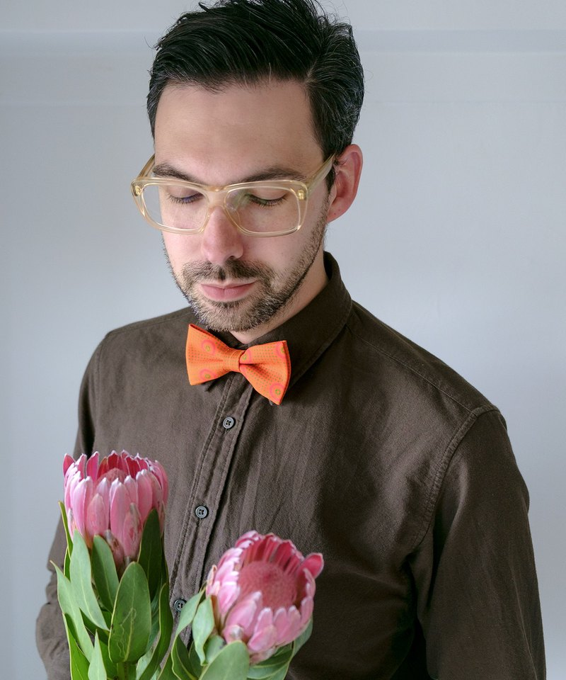 GREEN DOT ON ORANGE BOW TIE