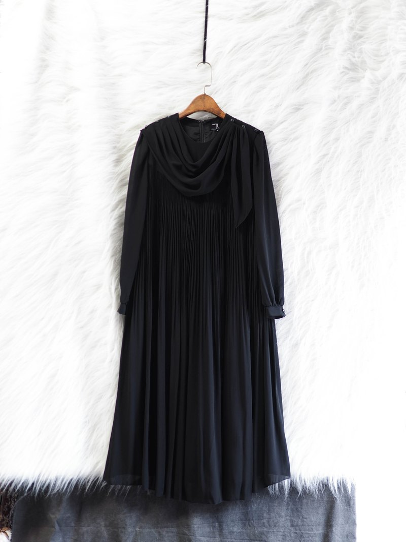 徳岛 纯黑细折青年手札 antique spinning detachable collar one-piece dress vintage