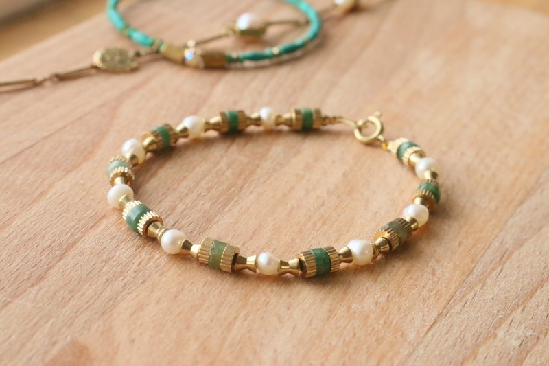 Brass turquoise pearl bracelet 1003 <about period>