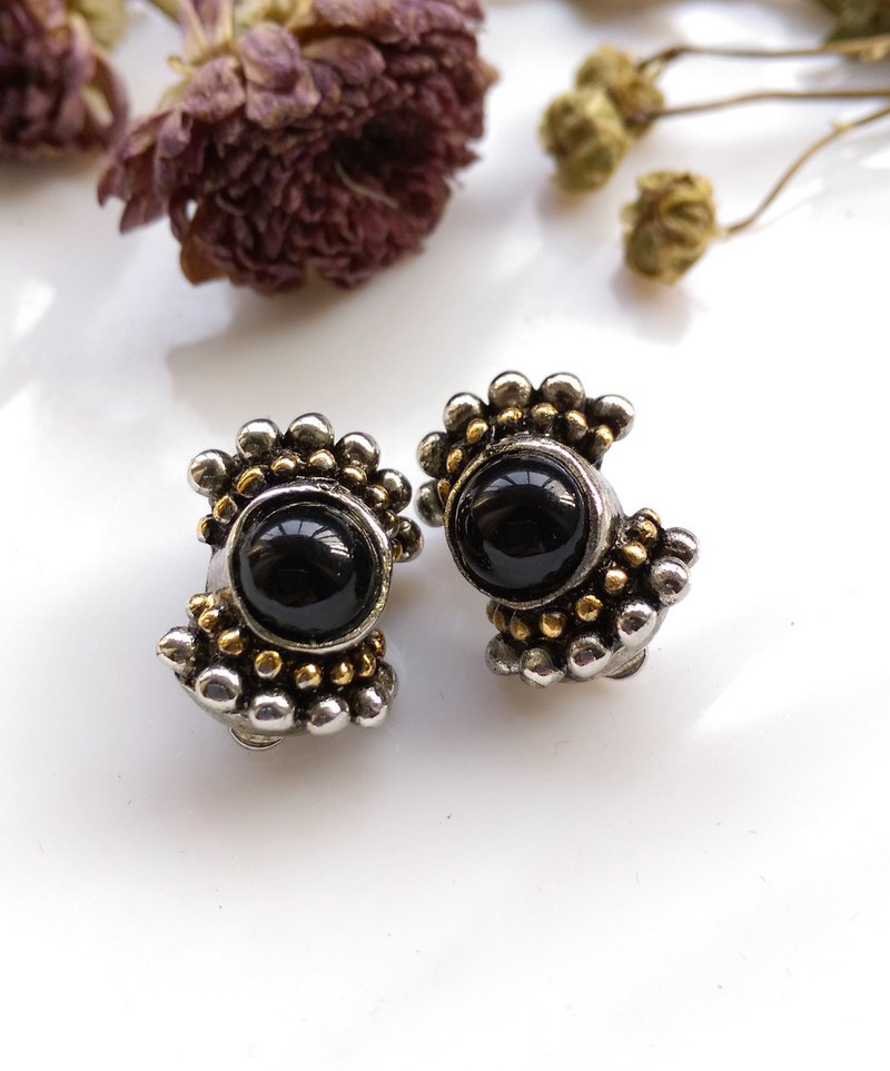 [Western antique jewelry / old age] 1970's ART DECO black bow tie style clip earrings