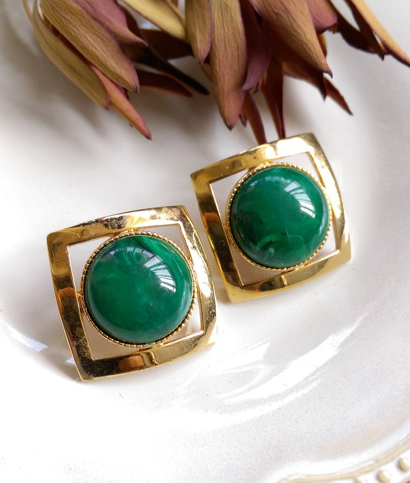 [Western antique jewelry / old age] 1980's square green stone clip earrings