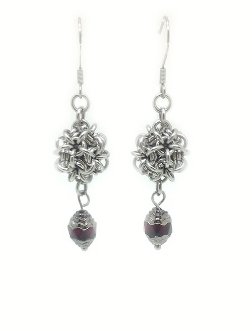 【JTBREW】 Chainmaille 3D spherical earrings - retro silver side black and red crystal