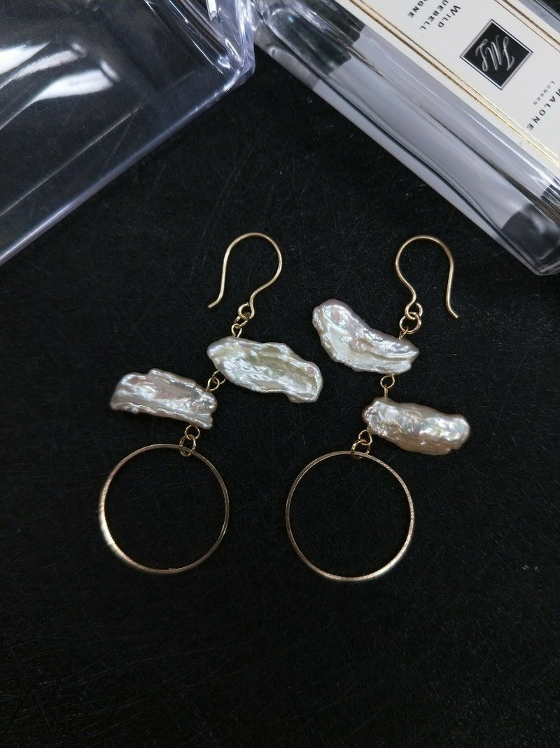 earring. Irregular pearl swaying ear clip ear clip