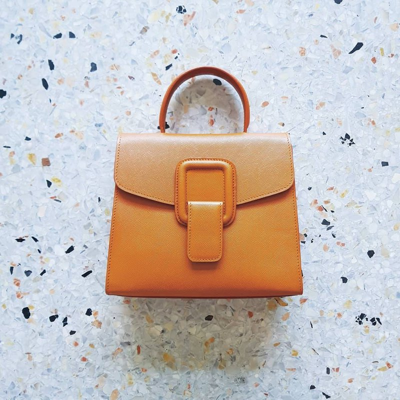 PINCH NO.1 (Tan 22 cm) Classic and Iconic Leather Handbag/Crossbody