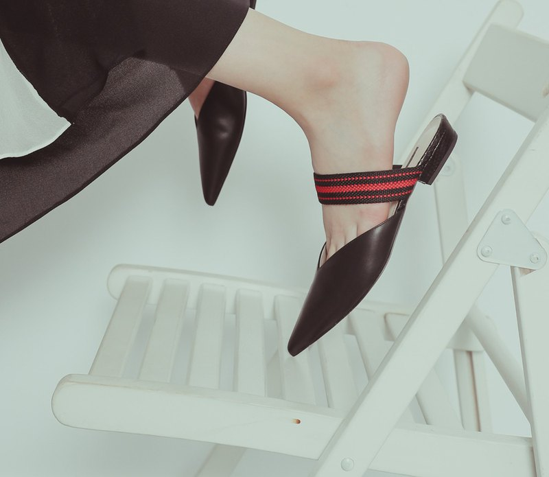 Ribbon V mouth pointed flat shoes black red