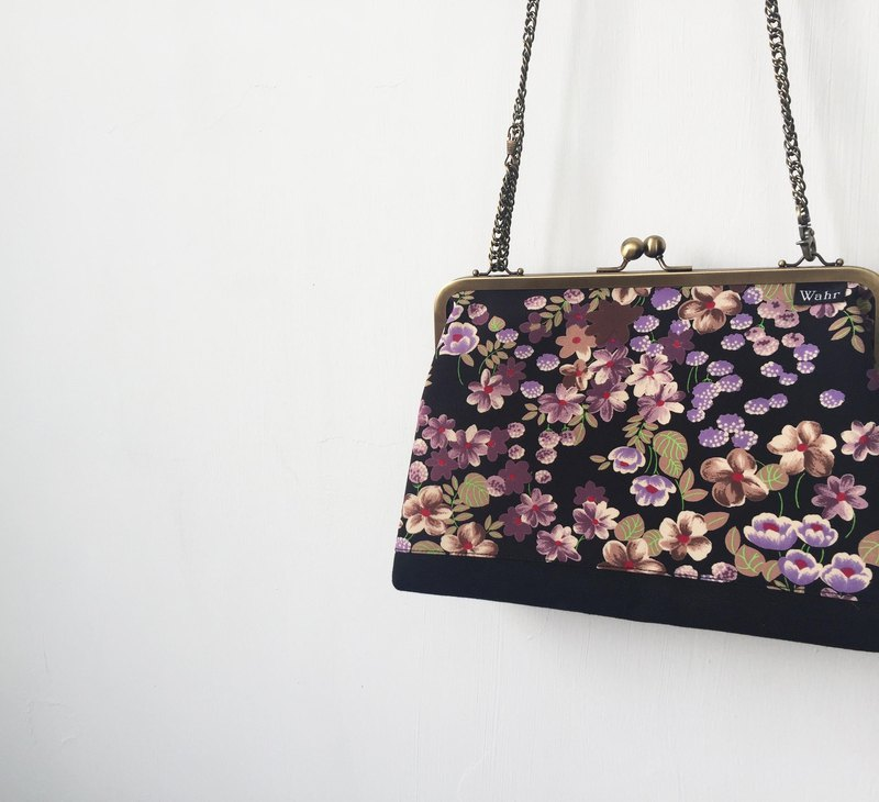 black flowers clasp frame bag/with chain/ cosmetic bag