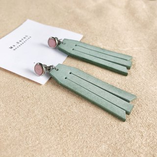 Leather earrings_ Round frame No. 7 works #6_Fringed models_Sakura powder with mint green (can be changed)
