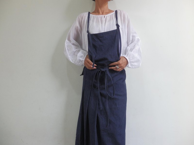 Simple pleated denim apron with side pleats, 3 sizes
