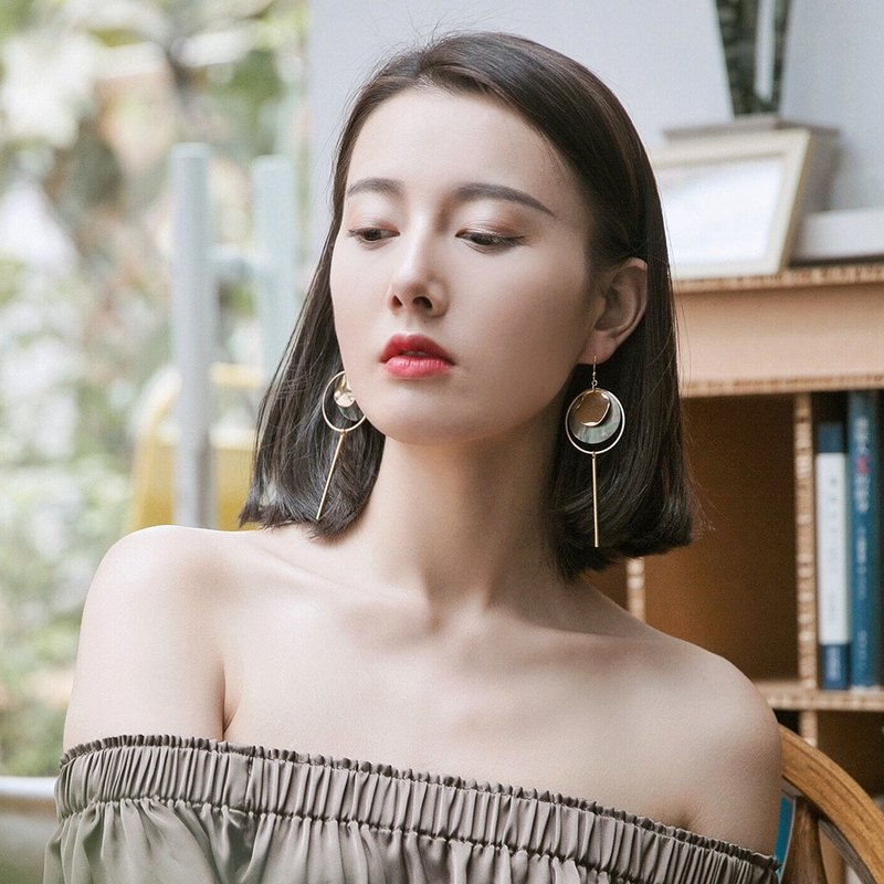 ESCA STUDIO • Black Butterfly Retro Asymmetric Earrings