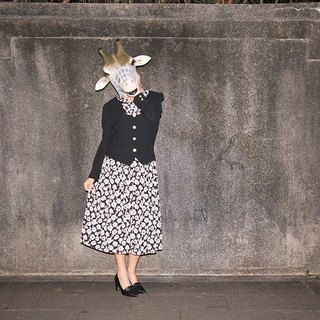 {::: Giraffe Giraffe :::} people leave two long-sleeved black and white vintage dress