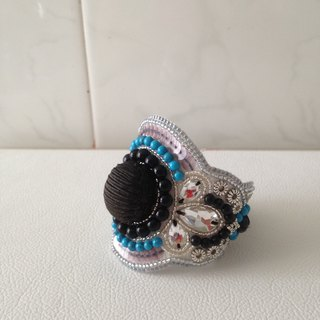 【beads embroidery】 cool bracelet with black button