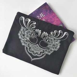 Hand-painted Clutch clutch bag cosmetic bag storage bag debris bag 3C tablet bag zipper bag black painted silver Henna Mandala design Mandala Zen painting Hanna Man pedicle about ethnic Indian painted canvas