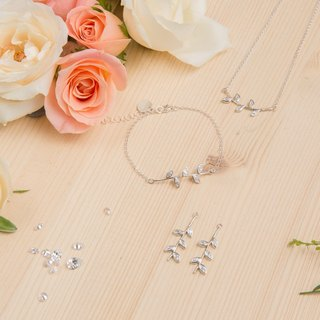 Diamond Laurels Necklace