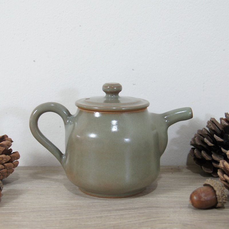 Green teapot - capacity about 220ml