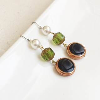 Baroque stroll pearl brass antique resin earrings