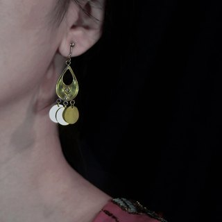 Golden rain. earring. (primary color brass / table 20k gold)