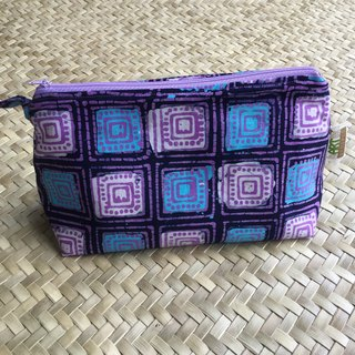 Robyn Travel Pouch in blue square roll